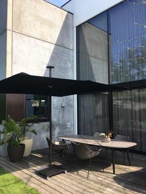 Umbrosa Infina center post umbrella ǀ Sunbrella Black ǀ 2,5 x 2,5 m ǀ frame Dusk